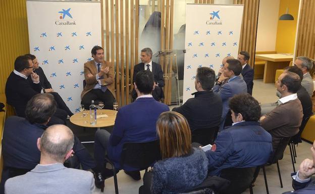 Caixabank inaugura en burgos su primera oficina dedicada a for Oficinas la caixa leon