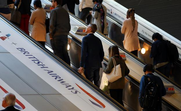 Una estación con publicidad de British Airways. /Kevin Coombs (Reuters)