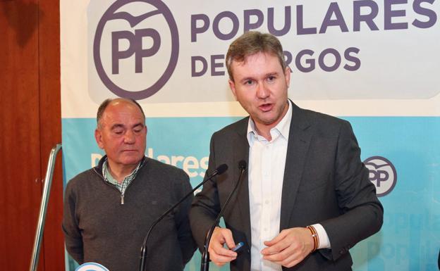 Javier Lacalle (derecha) ha valorado su nombramiento como candidato a la Alcaldía del Ayuntamiento de Burgos por el PP/IAC