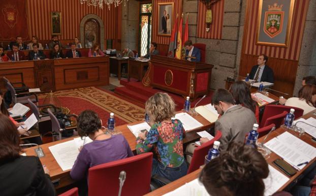 Imagen actual de la corporación municipal en el Ayuntamiento de Burgos/GIT