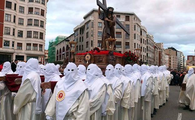 'Jesús con la Cruz a cuestas', por la calle Madrid.