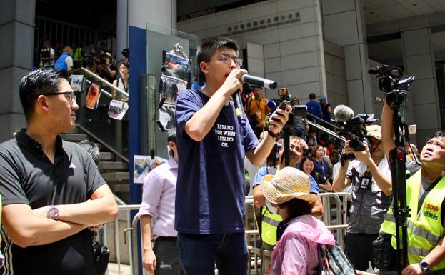 Andy Chan (i), Joshua Wong (c) y Agnes Chow (d)./Archivo