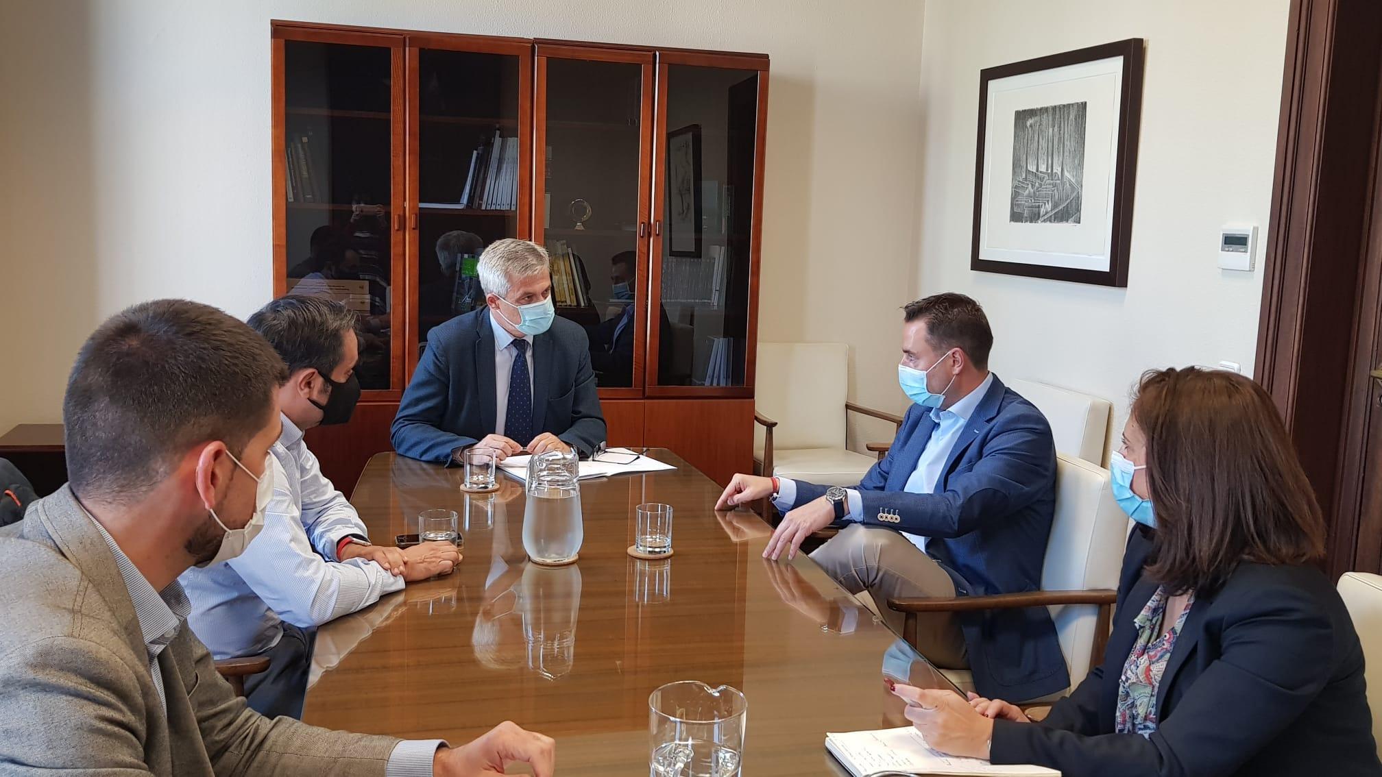 Reunión del alcalde de Burgos, Daniel de la Rosa, con el secretario general de Agenda Urbana y Vivienda. /BC