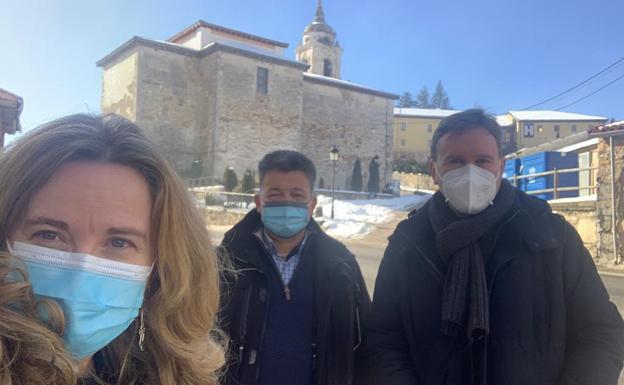 Javier Lacalle (d) y Cristina Ayala visitaron el recorrido de la autovía Ibeas-Villafranca. /PARTIDO POPULAR