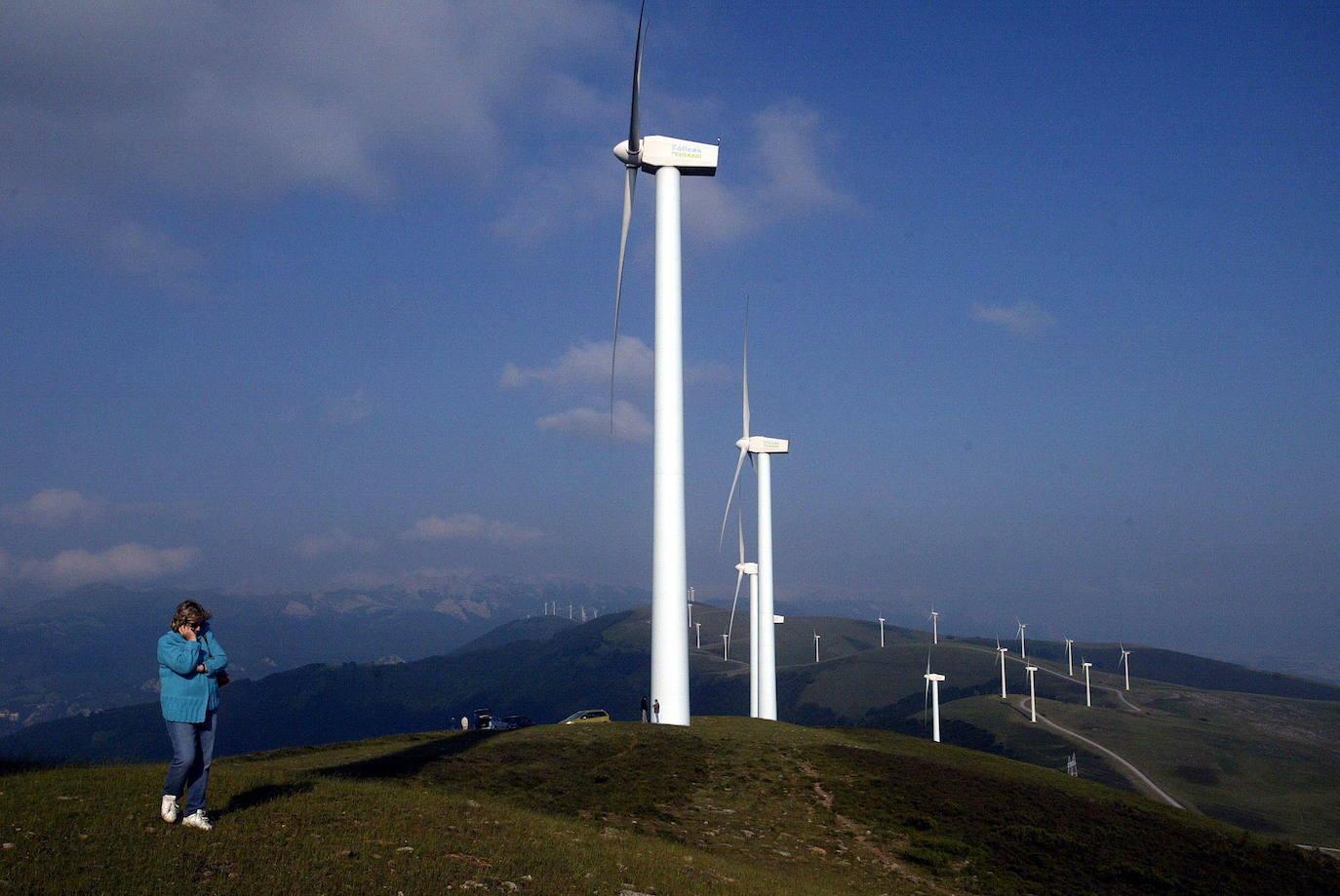 Imagen de archivo de un parque eólico./Iosu Onandia