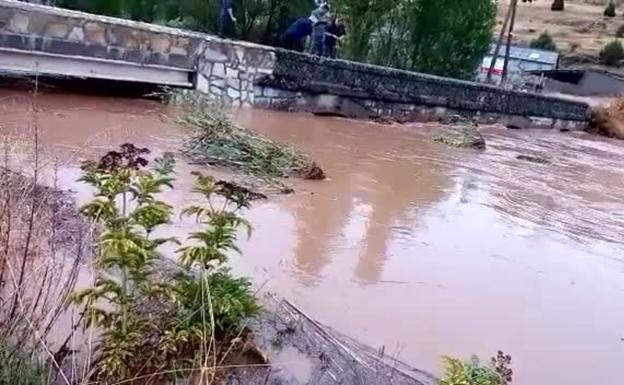 El río Lobos se desborda en Hontoria del Pinar y entra en las viviendas